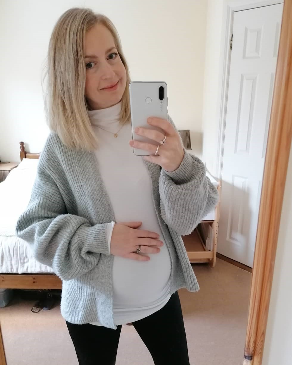 How To Create a Maternity Capsule Wardrobe